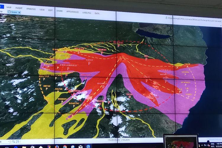 Gambar peta Kawasan Rawan Bencana (KRB) yang diterbitkan Badan Nasional Penanggulangan Bencana (BNPB) untuk mengetahui aliran lava, awan panas, abu vulkanik, dan material vulkanik lainnya dari letusan Gunung Agung, Karangasem, Bali. Jakarta, Senin (25/9/30/2017).