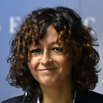 French researcher in Microbiology, Genetics and Biochemistry Emmanuelle Charpentier attends a press conference in Berlin, on October 7, 2020. - Emmanuelle Charpentier of France and Jennifer Doudna of the US on October 7, 2020 won the Nobel Chemistry Prize for research into the gene-editing technique known as the CRISPR-Cas9 DNA snipping tool. (Photo by Tobias SCHWARZ / AFP)