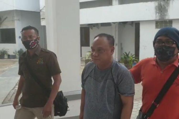Joko Susilo saat dijemput Tim Buron Kejaksaan Tinggi Jambi dan tiba di Kejaksaan Tinggi Jambi pada Selasa (1/9/2020).