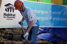 Ketika CEO Starbucks Ikut Menggali Tanah di Lombok...