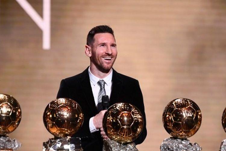 Lionel Messi meraih trofi Ballon d'Or keenamnya pada 2019.
