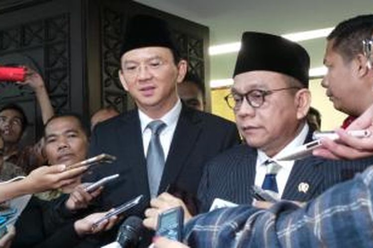 Gubernur DKI Jakarta Basuki Tjahaja Purnama bersama Wakil Ketua DPRD DKI Jakarta Mohamad Taufik seusai paripurna, di Gedung DPRD DKI, Rabu (16/9/2015).