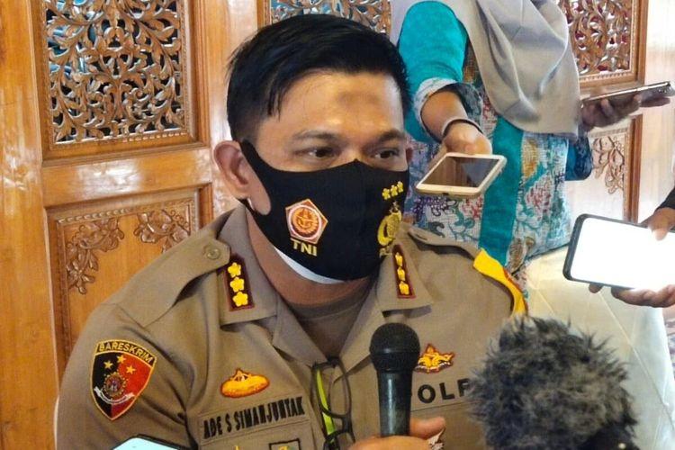 Kapolresta Solo, Kombes Pol Ade Safri Simanjuntak memberikan keterangan pers perkembangan kasus penembakan di Pendapa Loji Gandrung Rumah Dinas Wali Kota Solo, Jawa Tengah, Kamis (3/12/2020).