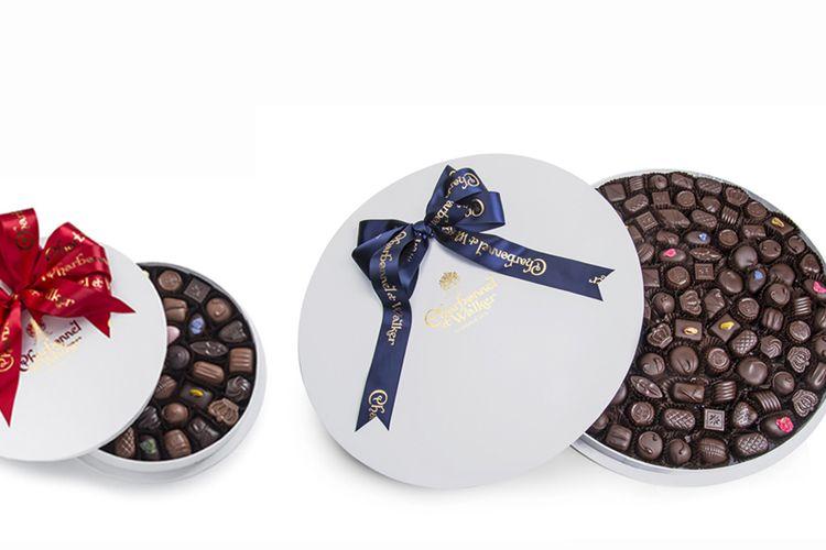Ilustrasi paket cokelat mewah dari Inggris untuk hadiah Natal.