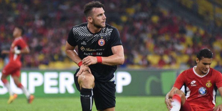 Penyerang Persija Jakarta, Marko Simic berkali-kali mengancam gawang Kelantan FA, pada ajang Boost SportsFix Super Cup 2018, di National Stadium, Kuala Lumpur, Selasa (16/1/2018).