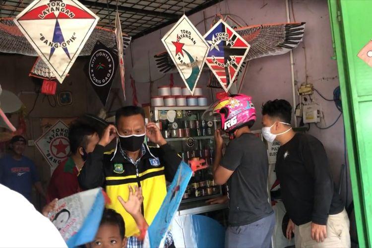 Kios layang-layang milik Wahyudi di Poris Indah Kota Tangerang, Kamis (6/8/2020)