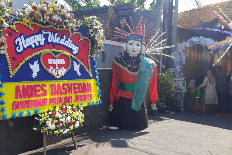 Karangan bunga dari Gubernur DKI Jakarta Anies Baswedan tampak dipajang di depan Pendopo Anies yang beralamat di kawasan Lebak Bulus Dalam, Jakarta Selatan, Sabtu (5/10/2019).