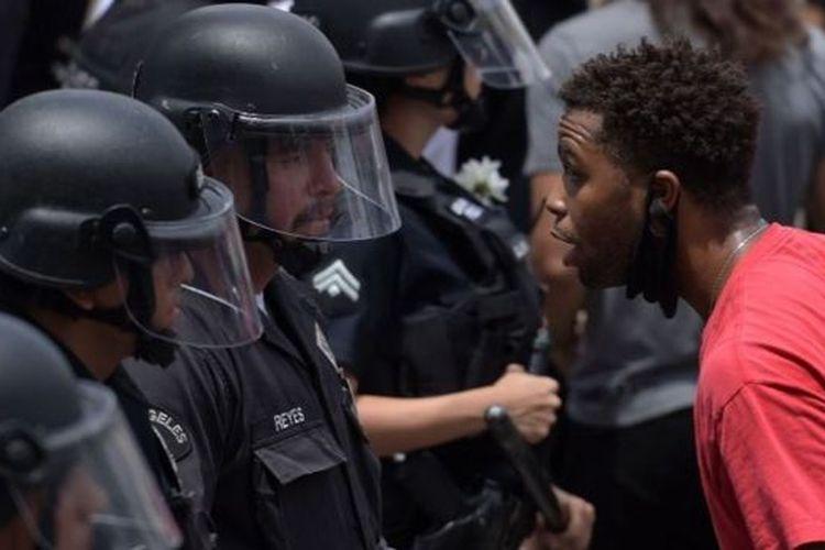 Kematian George Floyd menyulut demonstrasi yang diwarnai kekerasan di AS.