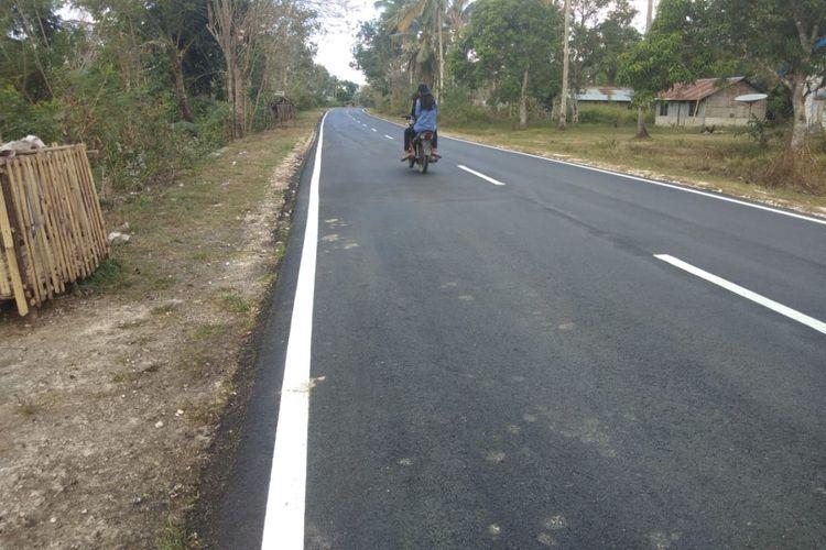 Kondisi jalan di Sumba Timur, mendukung kalangan industri padat karya.