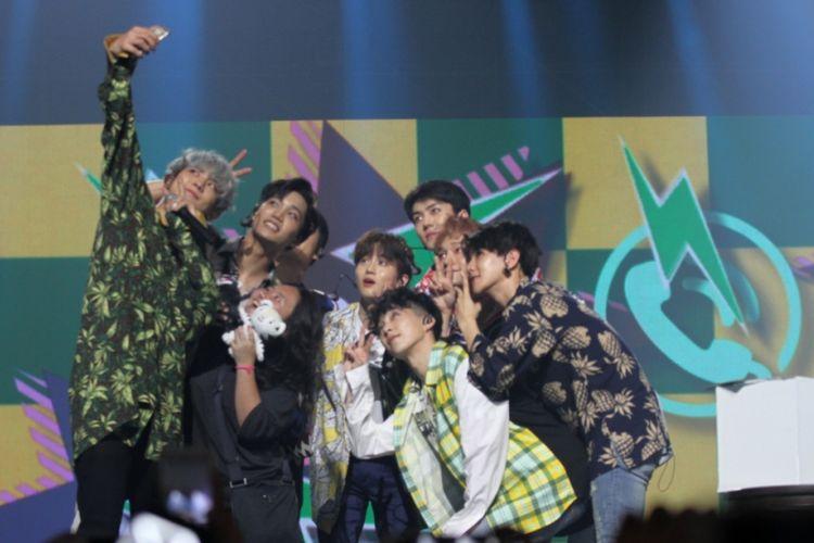 EXO tampil dalam Music Bank in Jakarta di JIExpo Kemayoran, Jakarta Pusat, Sabtu (2/9/2017) malam.