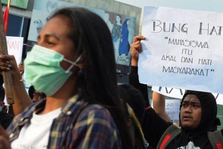Mahasiswa di Salatiga turut berunjuk rasa menentang sejumlah RUU yang mereka anggap kontroversial.