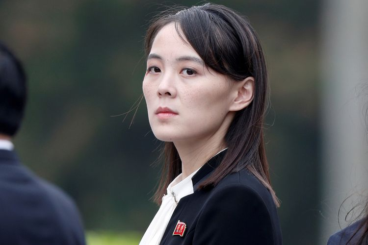 Kim Yo Jong adik perempuan Kim Jong Un, saat menghadiri upacara peletakan karangan bunga di Ho Chi Minh Mausoleum di Hanoi, Vietnam, pada 2 Maret 2019.