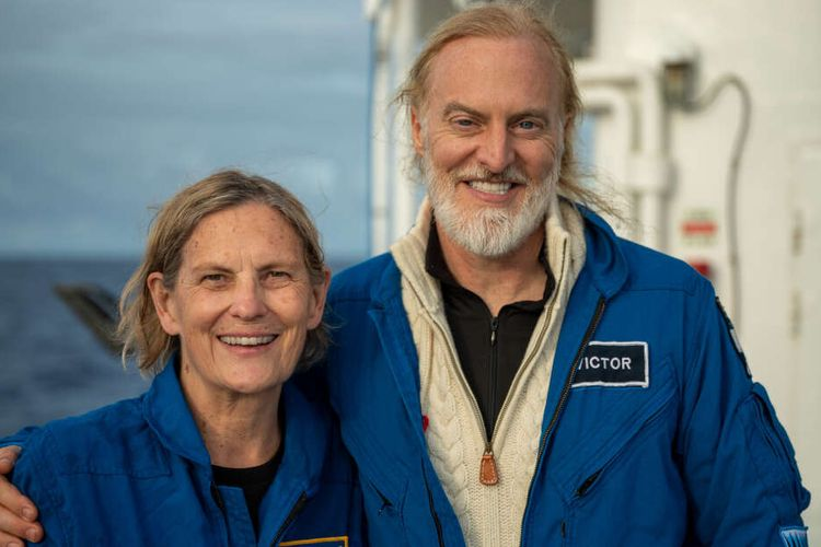 Kathy Sullivan (68) bersama dengan Victor Vescovo menjelajahi titik terdalam Bumi, Challenger Deep yang ada di Palung Mariana. Mantan astronot NASA ini menjadi perempuan pertama yang berada di titik terdalam Bumi.