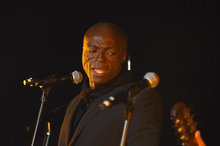 Penyanyi Seal tampil di acara Joel Edgerton and Friends untuk penggalangan dana bagi The Fred Hollows Foundation yang digelar Casa Noble Tequilla  di The Highlight Room, Los Angeles, pada 15 November 2017.