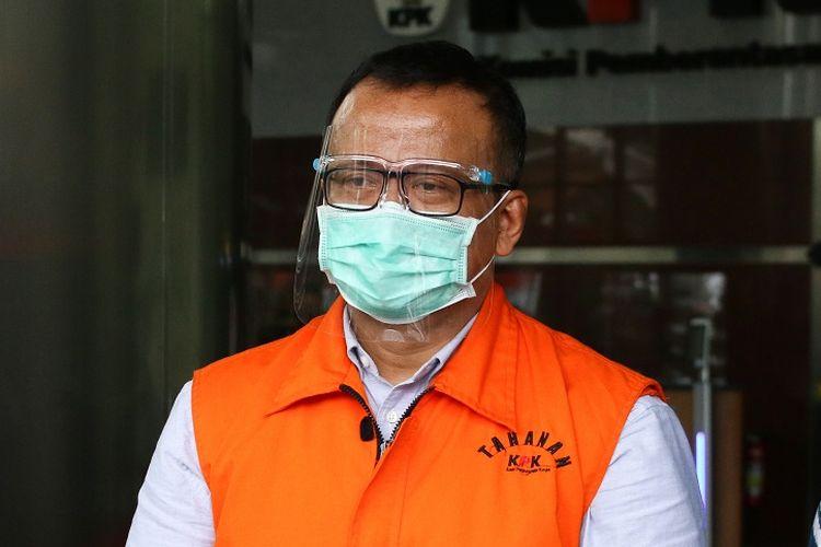 Mantan Menteri Kelautan dan Perikanan Edhy Prabowo berjalan menuju mobil tahanan usai menjalani pemeriksaan,  di Gedung KPK, Jakarta, Jumat (22/1/2021). Edhy Prabowo diperiksa sebagai tersangka dalam kasus dugaan penerimaan suap perizinan tambak, usaha dan atau pengelolaan perikanan atau komoditas perairan sejenis lainnya tahun 2020. ANTARA FOTO/Rivan Awal Lingga/hp.