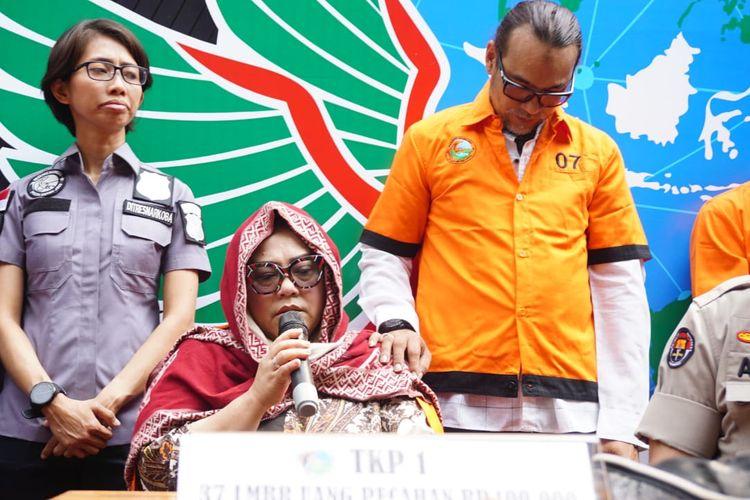 Pelawak Nunung mendapat kesempatan berbicara dalam jumpa pers kasus penyalahgunaan narkoba yang menjeratnya bersama suami, July Jan Sambiran, di Polda Metro Jaya, Jakarta Selatan, Senin (22/7/2019).