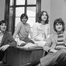 Lirik dan Chord Lagu Lola - The Kinks