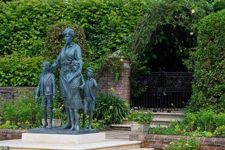 Patung Putri Diana di Istana Kensington, Inggris.