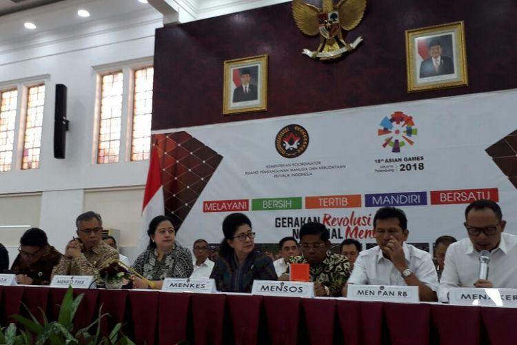 Suasana konferensi pers terkait cuti bersama lebaran 2018 di kantor Kementerian Koordinator Pembangunan Manusia dan Kebudayaan di Gambir, Jakarta, Senin (7/5/2018).