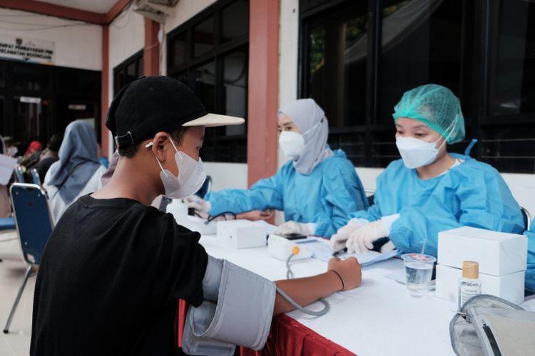 Pelaksanaan vaksinasi di Kecamatan Bojongsari Depok.