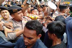 Paksa Masuk ke Gedung KPK, Beberapa Pendemo Tolak Firli Bahuri Diamankan Polisi