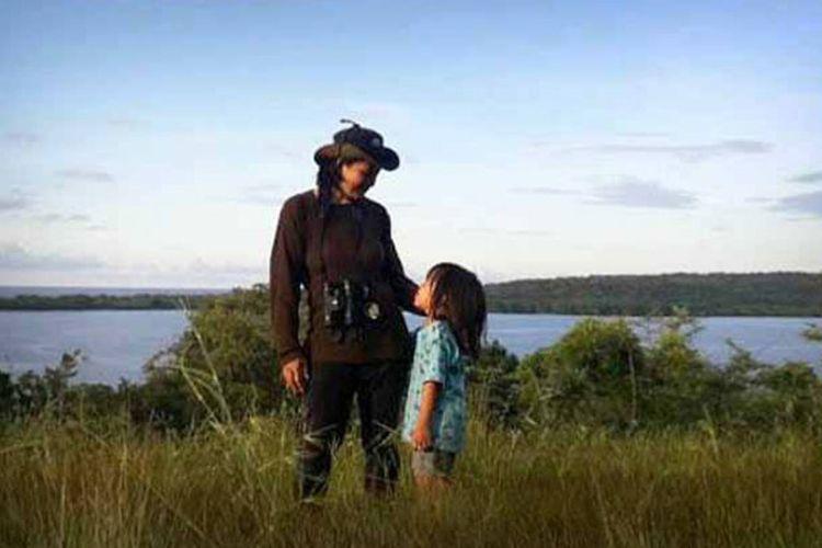 Dewi Sasmita (kiri) mendapatkan dana hibah dari National Geographic Society untuk menggelar acara Solo Delta Expedition di kawasan mangrove Ujungpangkah, Gresik.