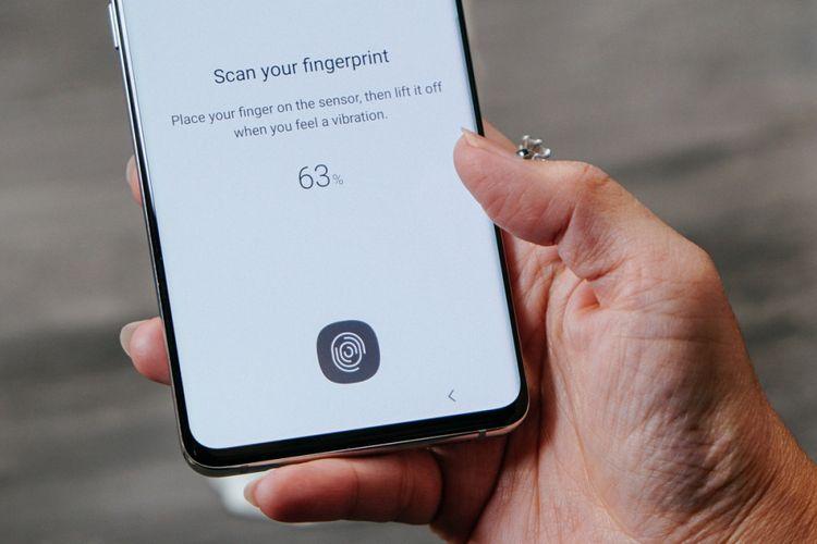 Galaxy S10 dan Galaxy S10 Plus juga dibekali in-display fingerprint scanner.