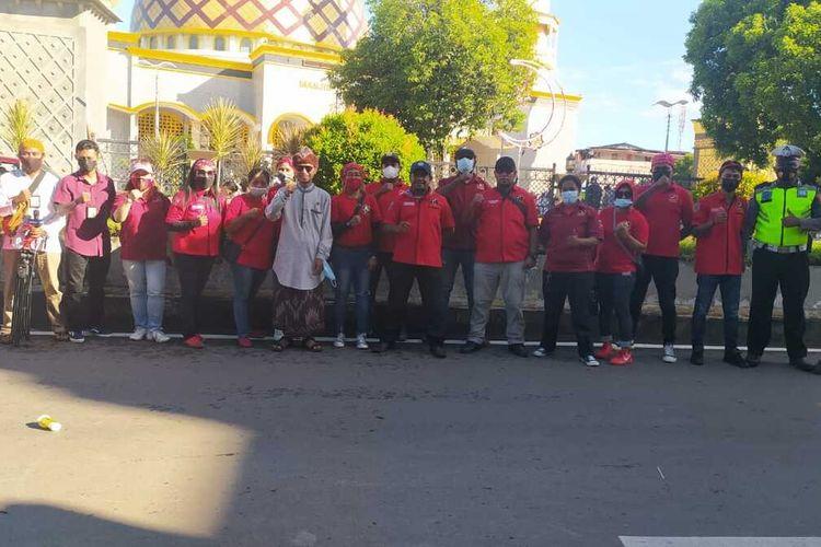 Puluhan pemuda Kristen di Kota Ambon ikut mengamankan pelaksanaan shalat Idul Fitri di Masjid Raya Al Fatah Ambon, Kamis (13/5/2021).