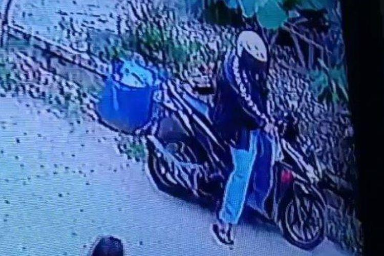 Beredar video pria naik motor masturbasi di depan bocah perempuan usia 10 tahun