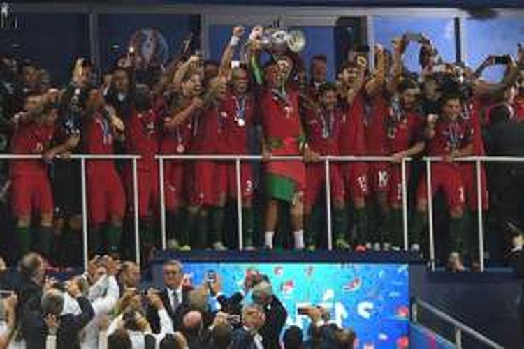 Portugal menjadi juara Piala Eropa 2016 seusai menang 1-0 atas Perancis pada final di Stade de France, Minggu (10/7/2016).