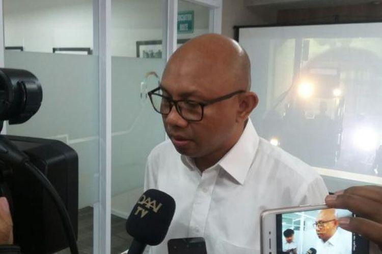 Direktur PT MRT Jakarta William P Sabandar memberi gambaran desain Stasiun Haji Nawi di kantor PT MRT Jakarta, Rabu (25/1/2017).