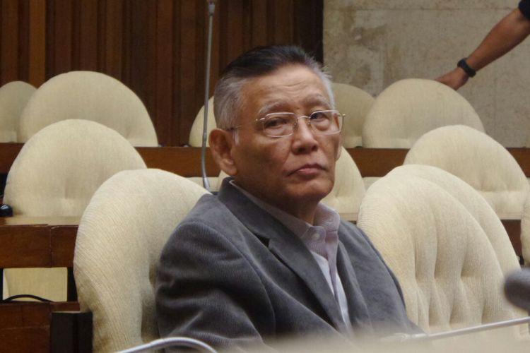 Pakar Hukum Pidana Romli Atmasasmita saat menghadiri rapat pansus hak angket KPK di Kompleks Parlemen, Senayan, Jakarta, Selasa (11/7/2017).