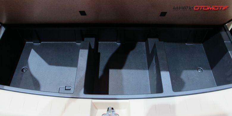 Kompartemen belakang Xpander bisa difungsikan untuk meletakan barang bawaan