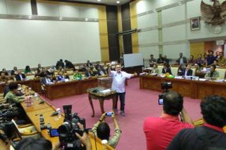 Suasana pungutan suara calon hakim Mahkamah Konstitusi di Komisi III DPR, Gedung Parlemen, Jakarta, Rabu (5/3/2014) malam.