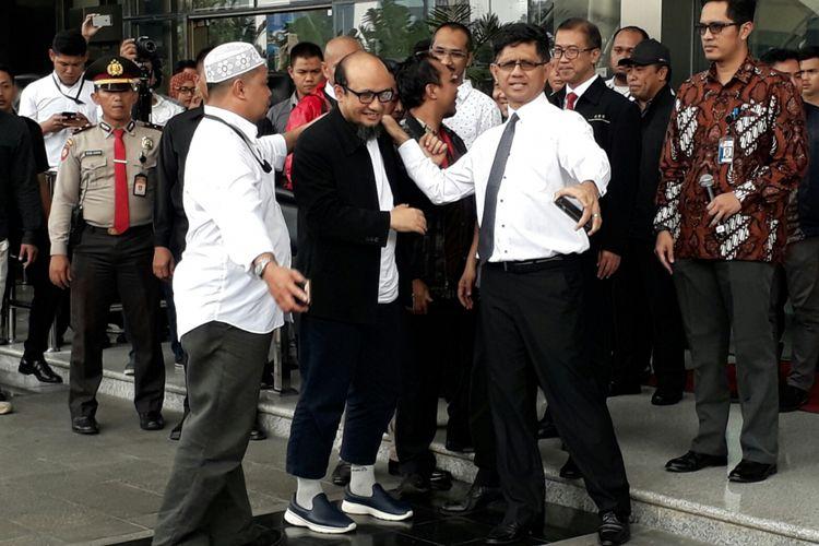Penyidik KPK Novel Baswedan tiba di gedung KPK, Kuningan, Jakarta, Kamis (22/2/2018)