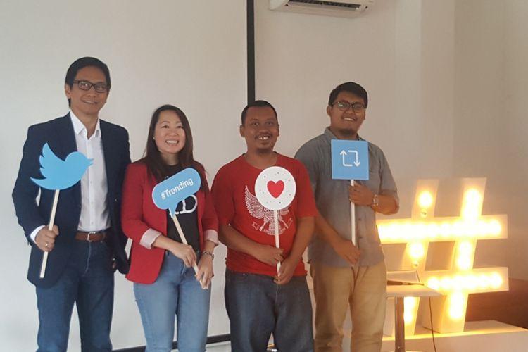 Kiri-kanan: Musisi Addie MS (@addiems); Country Head Twitter Indonesia Novita Jong; admin akun @infosuporter, Arista; admin akun @CeritaTranspOL, Yusman Firmansyah, Rabu (6/12/2017), dalam konferensi pers #RamediTwitter 2017, di Jakarta.