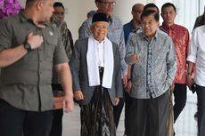 Sarung Ma'ruf Amin Kala Anjangsana ke Kantor Wakil Presiden...