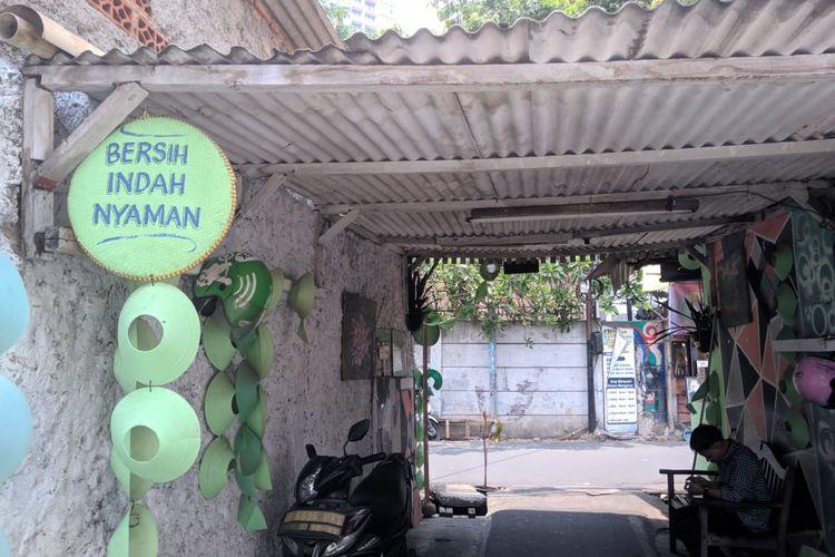 Salah satu jalan gang di RW 05, Menteng Atas, Jakarta Selatan, Rabu (6/11/2019)