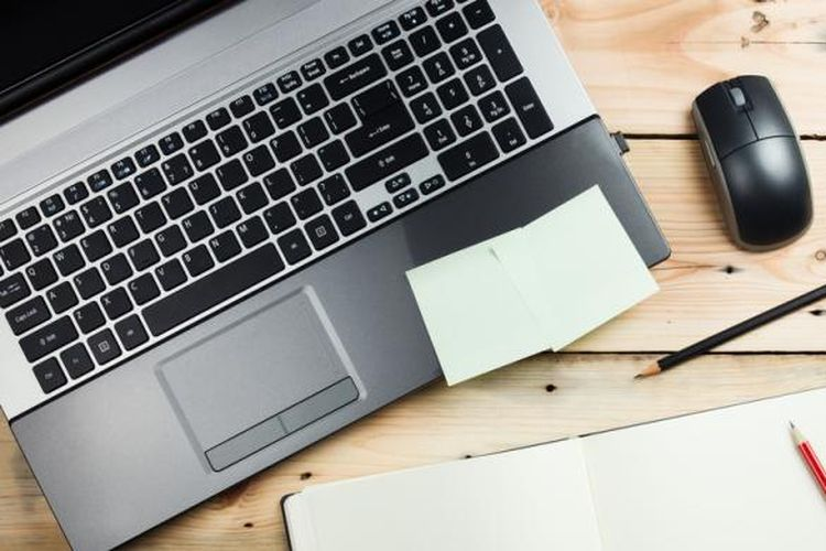 Ilustrasi komputer jinjing atau laptop