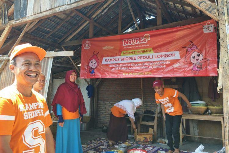 Rumah salah satu pengusaha UMKM kopi Lombok, Nurul Inayati, yang rusak karena gempa 5 Agustus 2018. Nurul mendapat bantuan dari Kampus Shopee, komunitas seller Shoppe di Indonesia, Senin (20/8/2018).