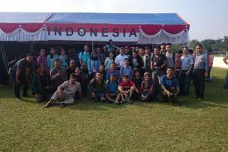Para wartawan Indonesia peliput AFF Suzuki Cup 2014 mendapat undangan Kedutaan Besar Indonesia untuk Vietnam mengunjungi sebuah acara tahunan Hanoi International Women's Club di Hanoi, Minggu (23/11/2014).