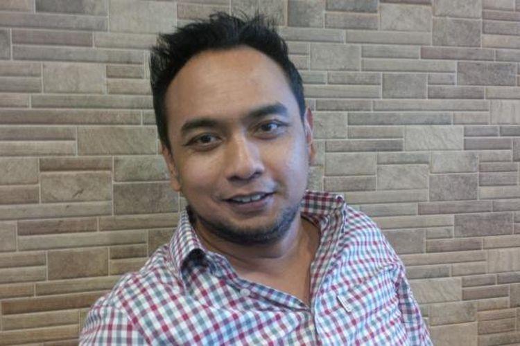 Penyanyi, pencipta lagu, dan produser musik Bebi Romeo diabadikan di kawasan Bangka, Jakarta Selatan, Jumat (11/3/2016).