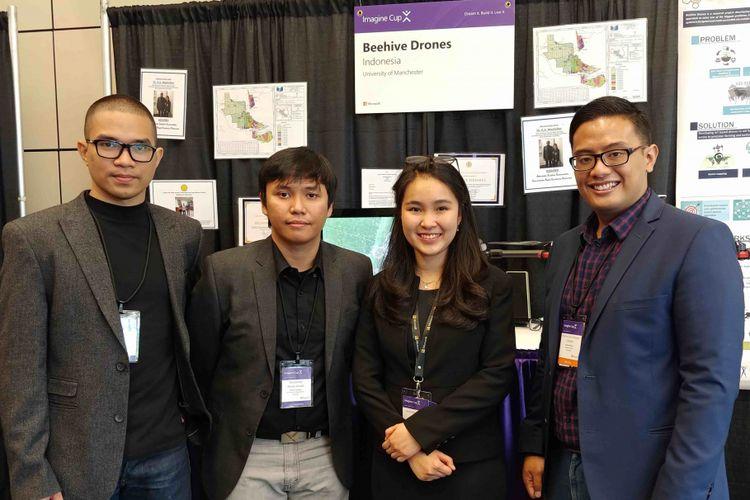 Ishak Hilton, Muhamad Randi Ritvaldi, Anindita Pradana Suteja, Albertus Gian (kiri ke kanan) tergabung dalam tim Beehive Drone yang memamerkan karyanya di kantor pusat Microsoft dalam Imagine Cup 2018, Senin (23/7/2018), Redmond, Seattle, AS.