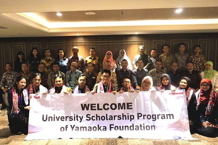 Pemberian beasiswa Yamaoka Scholarship Foundation untuk mahasiswa Institut Pertanian Bogor (IPB).