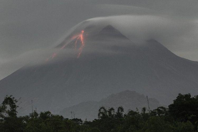 Gunung Merapi Keluarkan Awan Panas pada Kamis Malam, Meluncur Sejauh 1.300  Meter