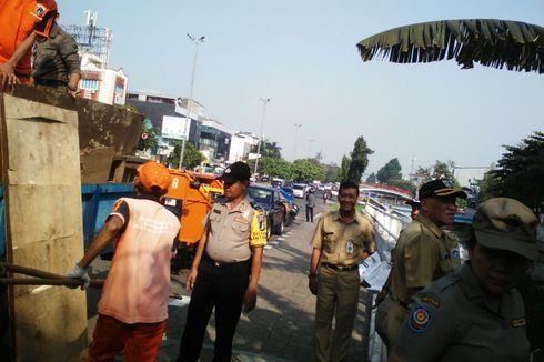 Sisa Bangunan Liar di Kolong Tol Kalijodo Ditertibkan Petugas Gabungan