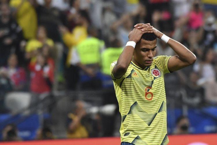 William Tesillo menyesali kegagalannya mengeksekusi penalti pada pertandingan Kolombia vs Cile dalam babak perempat final Copa America 2019 di Corinthians Arena, 28 Juni 2019.