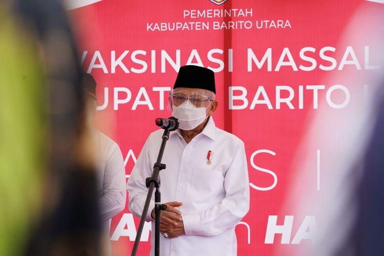 Wapres Ma'ruf Amin saat meninjau vaksinasi Covid-19 di Lapangan Olahraga Tiara Batara, Melayu, Teweh Tengah, Kabupaten Barito Utara, Provinsi Kalimantan Tengah, Selasa (30/3/2020).