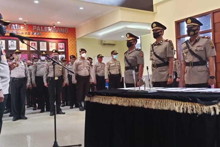 Kapolsek Sukarami bersama Kanit Reskrim dan Kanit Shabara saat menghadiri acata serah terima jabatan di Polrestabes Palembang, Senin (13/7/2020).