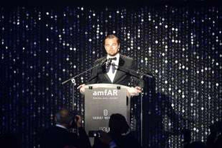 Aktor Leonardo DiCaprio berbicara di perhelatan amfAR 23rd Cinema Against AIDS Gala di Hotel du Cap-Eden-Roc di Cap d'Antibes, Perancis, Kamis (19/5/2016).